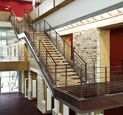 Escaliers en chêne massif