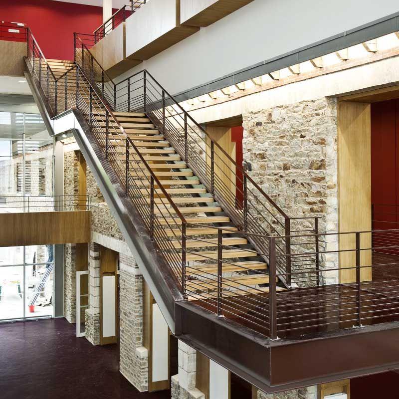 escalier en chêne massif, réalisation sur mesure d escalier en bois